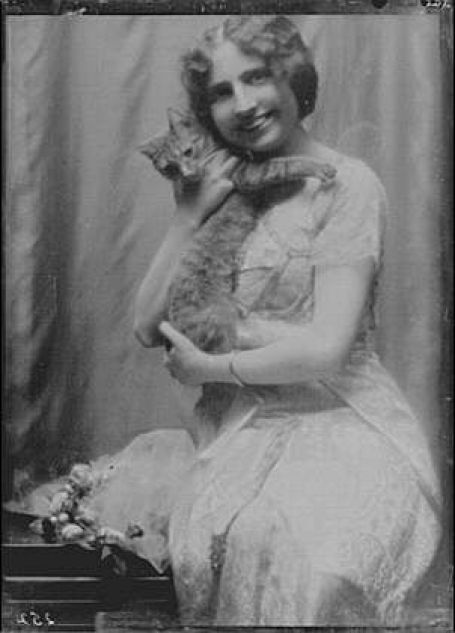 Mrs. Arthur Hinckley with Buzzer the Cat vintage photos of cats