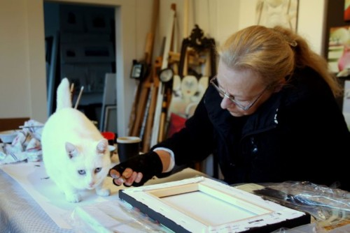 Carla Raadsveld with her cat in studio, cats in art, cats in paintings
