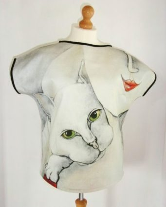 curves-with-cat-art-top-carla-raadsveld, cat blouses, cat shirts