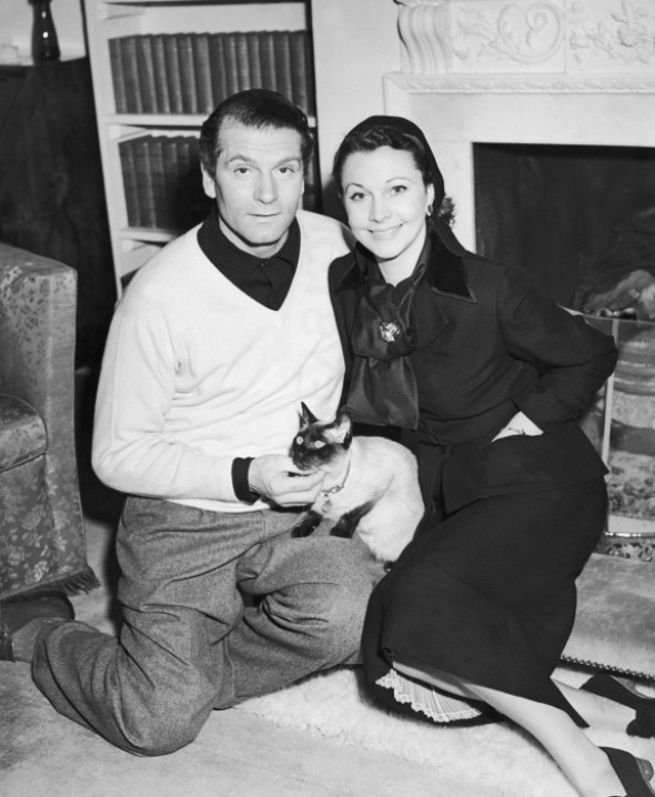 Laurence Olivier and Vivien Leigh with their cat New Boy