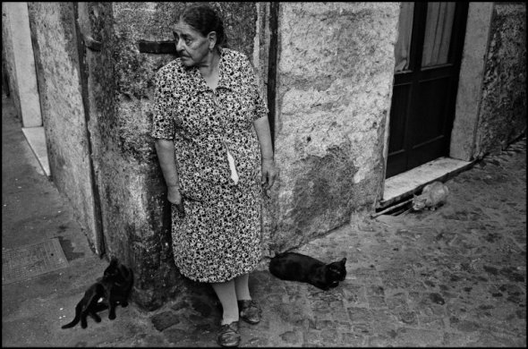 Woman with Three Cats, Trastevere. Rome, 1978 Richard Kalvar
