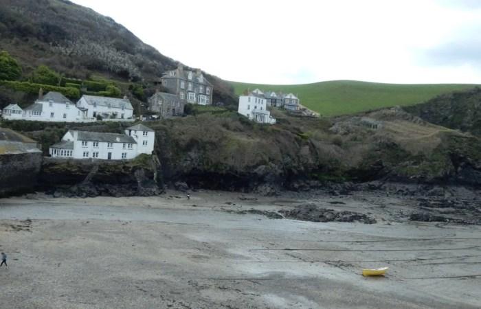 Port Isaac houses on the beach