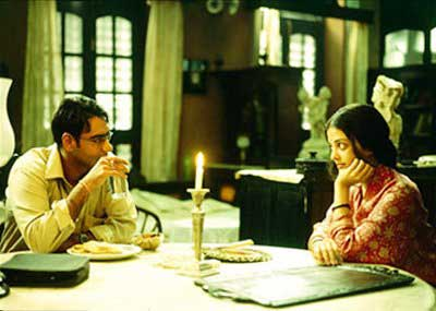 99002-hrithik-roshan-and-aishwarya-rai-in-the-movie-guzaarish