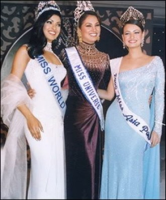 Miss India 2000 with their respective pageant crowns