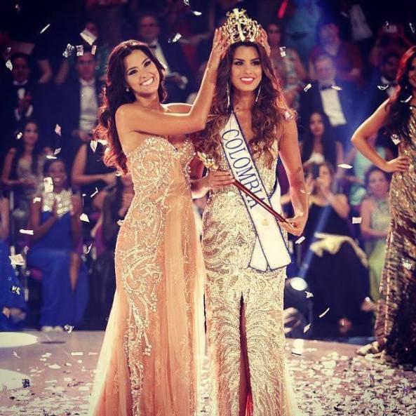 Paulina Vega, Miss Colombia 2013, crowning Adriana Gutierrez as Miss Colombia 2014