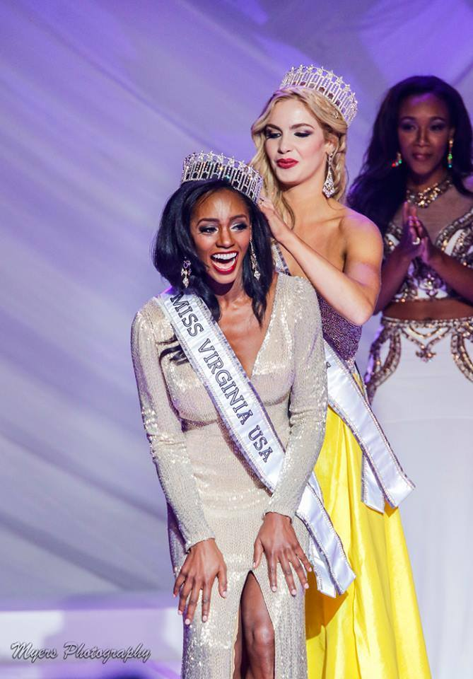Miss Virginia USA 2015Laura Puleo crowning her successor Desiree Williams as Miss Virginia USA 2016