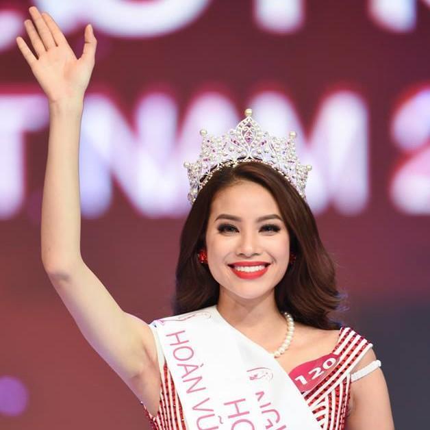 Phạm Thị Hương was crowned as Hậu Hoàn Vũ Việt Nam 2015 (Miss Universe Vietnam 2015)