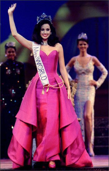 10 Stunning Evening Gowns that rocked Beauty Pageants. – The Great ...