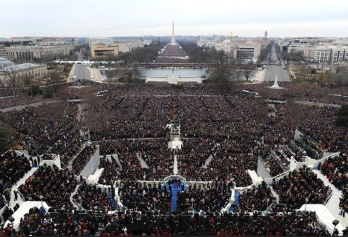 Fake news through photos - Obama inauguration audience photos that is used for comparison is from much further back