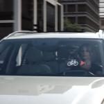 Capacete alerta motoristas sobre presença de bikes
