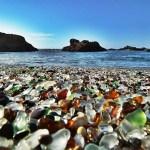 A praia dos EUA que já foi depósito de lixo, hoje tem 'areia de vidro' e virou área de preservação ambiental
