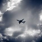 Aquecimento global pode aumentar em até 170% a frequência de turbulências em voos de avião