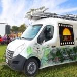 Conheça o cinema ao ar livre abastecido com energia solar