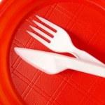 França proíbe pratos e talheres descartáveis