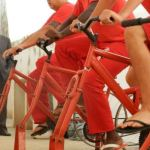 Em MG, presos podem pedalar para gerar energia limpa (e em troca têm redução de pena)