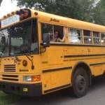 Conheça o ônibus escolar que foi transformado em casa de 20 m²
