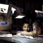 Tecnologia transforma fotossíntese em eletricidade para crianças da região rural do Peru estudarem