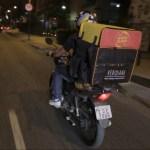 'Delivery Reverso' busca alimentos para doação na sua casa e entrega a quem tem fome