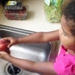 Crianças que comem melhor têm mais facilidade para ler e assimilar informações, diz estudo