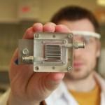 O dispositivo que transforma poluição do ar em eletricidade por meio da luz do sol