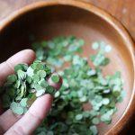 Nada de serpentina de papel! Aprenda a fazer confetes sustentáveis com folhas e flores secas