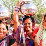 A marca de roupas que só emprega mulheres indianas que são reféns da indústria do sexo