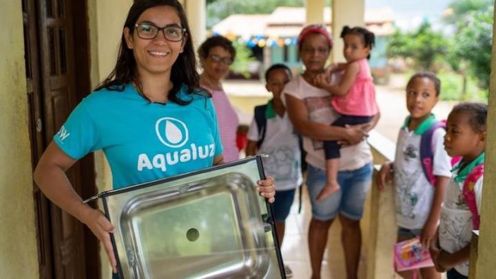 Brasileira vence prêmio global da ONU com solução solar para purificar água