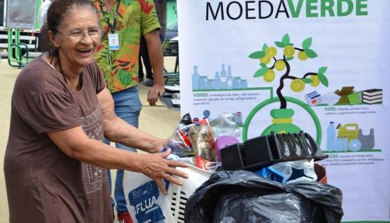 Em SP, moradores podem trocar recicláveis por frutas, verduras e legumes frescos