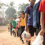 A escola indiana em que a mensalidade dos alunos é paga com lixo plástico