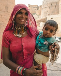 A Beggar and her child wander the desert towns of west India, in search of generous donations and whimsical purchases of her jewellery.