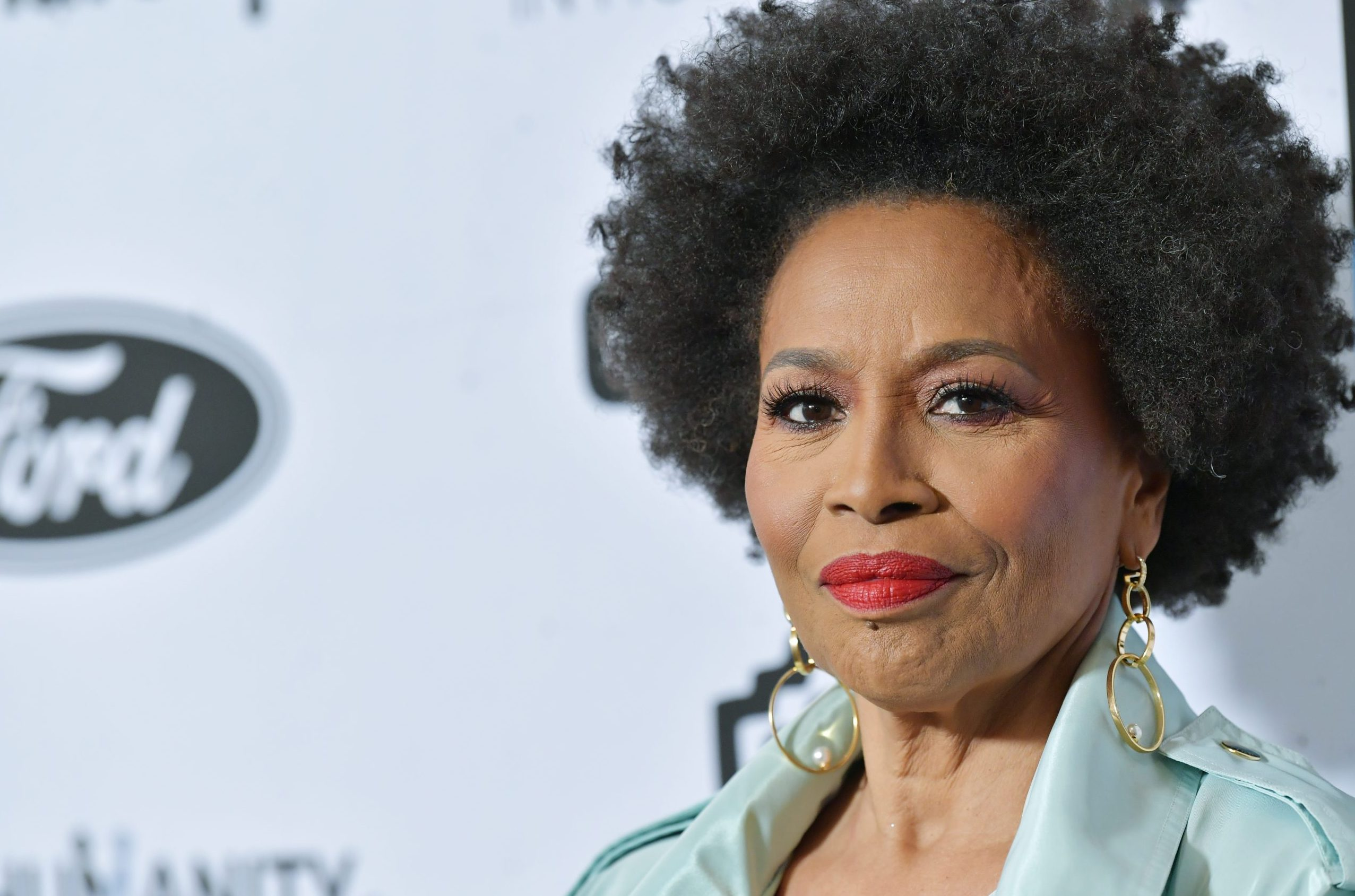 "Jennifer Lewis ""Black Mother of Hollywood"" to receive Star on Walk Of Fame"
