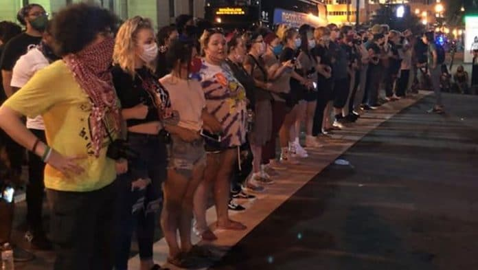 White women in Louisville line up to form human shield to protect Black protesters against white police