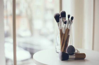 How to Clean Your Makeup Brushes in 5 Easy Steps