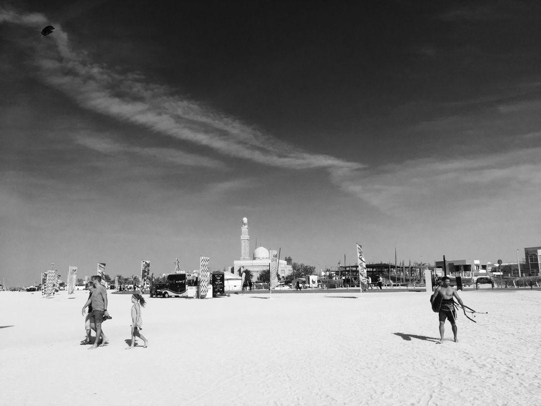 Guide: Beach strolling in Dubai – Kite Beach and beyond