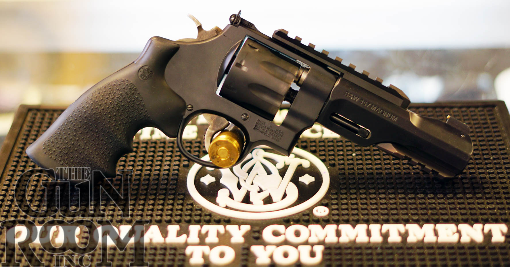 Smith & Wesson Performance Center TRR8 VS Smith & Wesson R8 – The