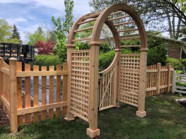 Scalloped Picket with Nantucket Arbor