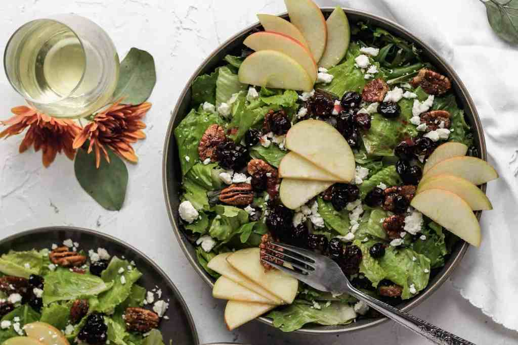 APPLE CRANBERRY SALAD WITH FETA AND CANDIED PECANS by yourhomemadehealthy.com