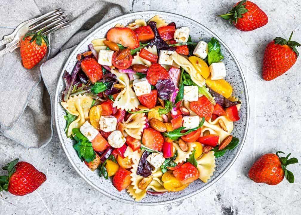 Strawberry Pasta Salad with Balsamic Dressing by retrorecipebox.com