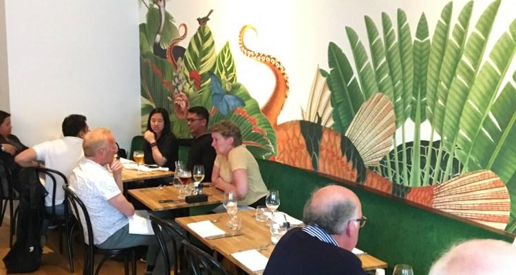 Palmette | Frans eten tussen palm en flamingo