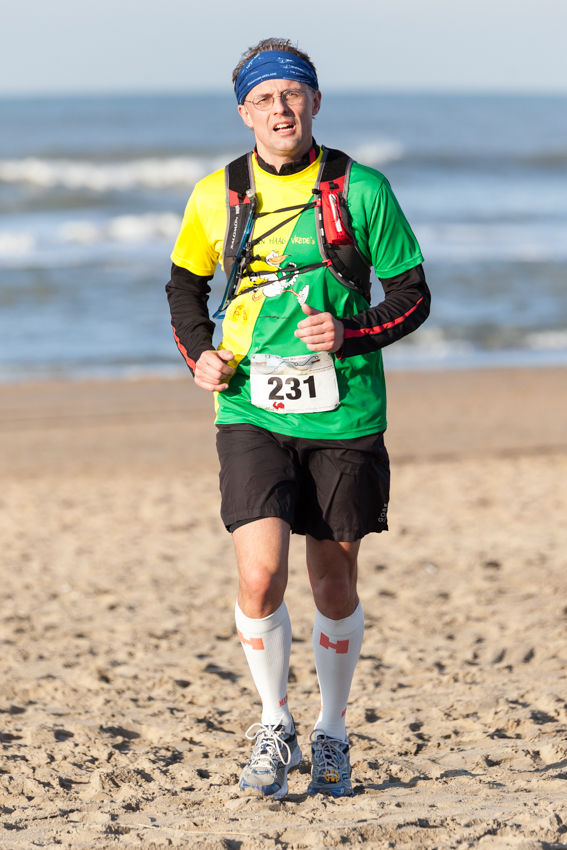 Image: Runners - Den Haag Strand Marathon - The Hague Beach Marathon