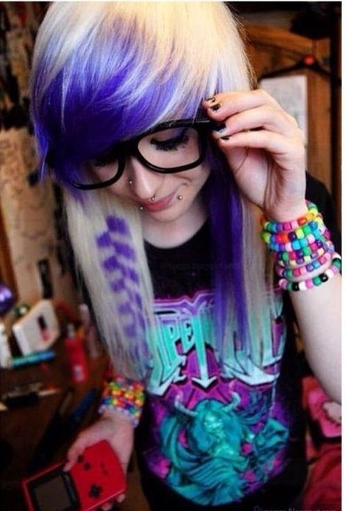 Blond emo hairstyles for girls with blue bang