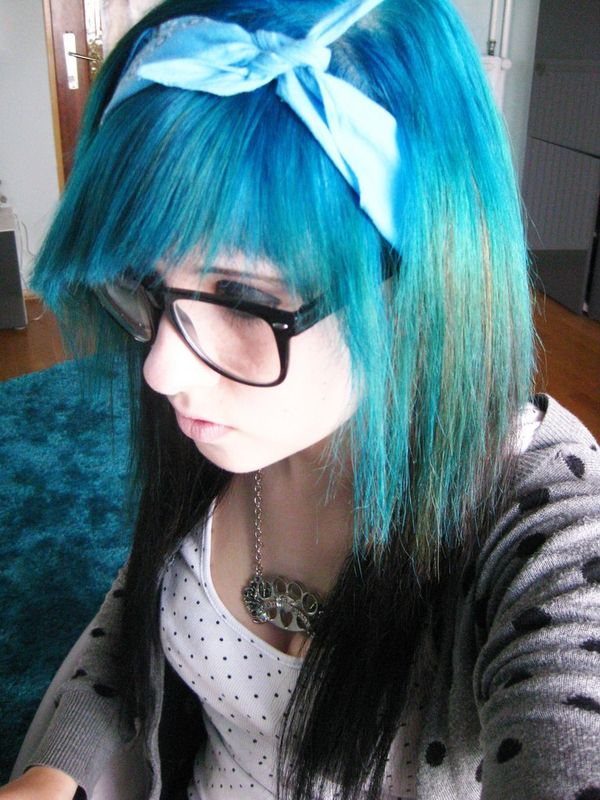 Long hair dyed in two colors with a sharp bang