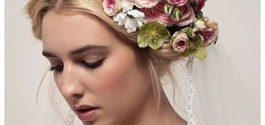 Careless Updo with Fantastic Flower Arrangement