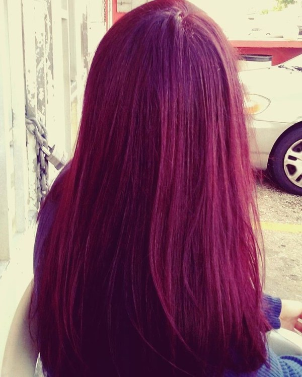 The raspberry tone for a straight hairdo