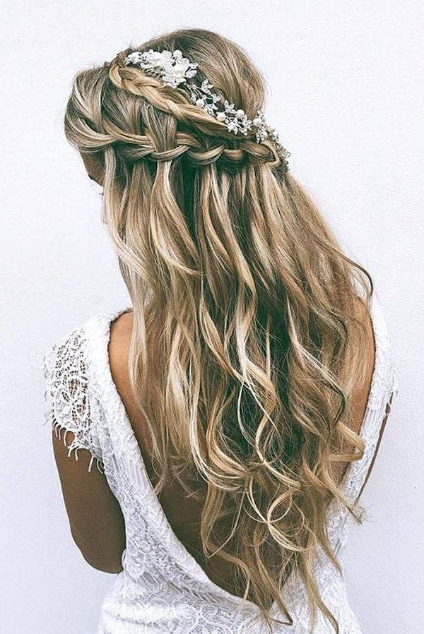 7 Blonde tousled waves