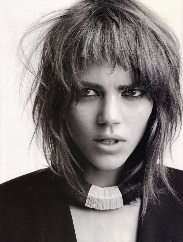 Ideas of short shaggy haircuts with bangs 5