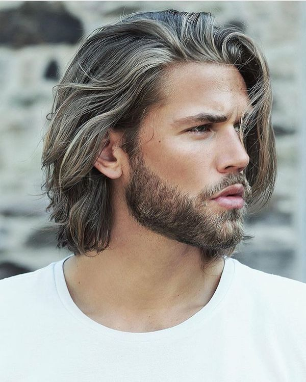 Stylish Mens Medium Hairstyles for Wavy Hair 2