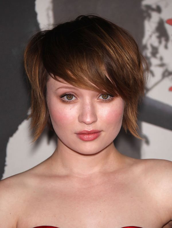 Thin Bangs for Women With Big Forehead And Round Face Shape 3