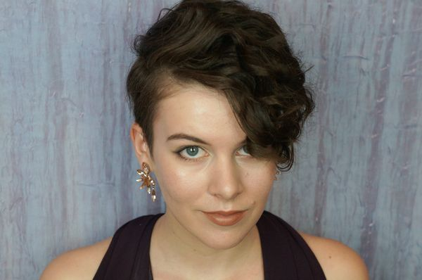 Beautiful hairstyles for short brown wavy hair 2