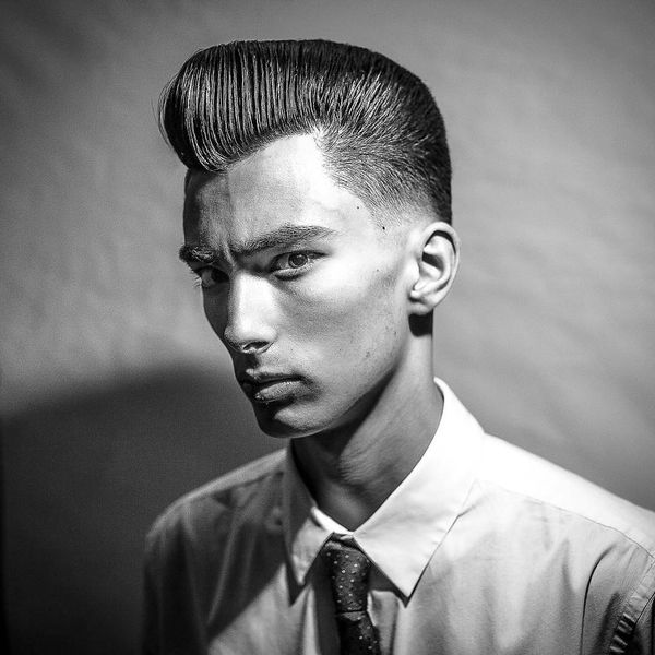 Classic Pompadour Hairstyles to Look Like Elvis 2